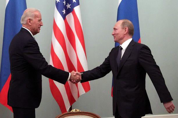 Joe Biden ja Vladimir Putin saattavat tavata kesäkuussa. Myös Suomi on ehdottanut isännöivänsä presidenttien kokousta.