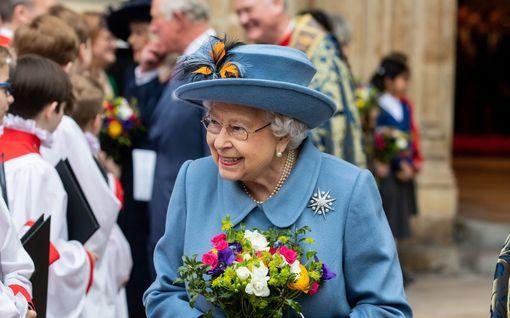 Kuningatar Elisabet peruu puutarhajuhlansa ja eristäytyy Windsoriin
