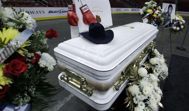 Joe Frazierin arkku oli nähtävillä Wells Fargo Centerissä. Samassa hallissa pelaa kotiottelunsa NHL-liigan Philadelphia Flyers.