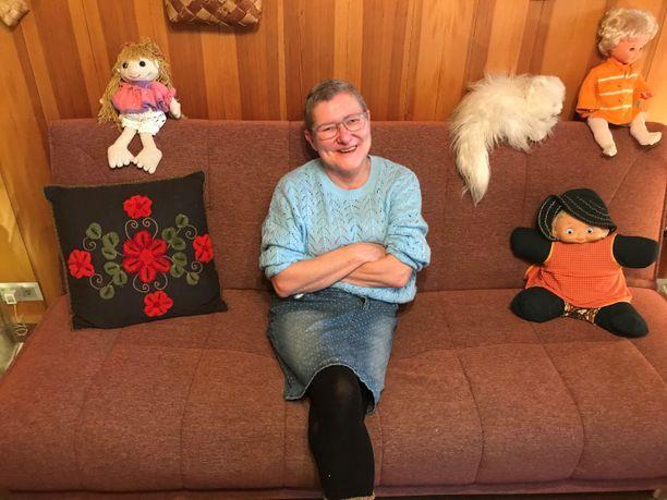 Hannele Kuronen kertoi Iltalehdelle vaatteiden keräämisestä asunnottomille jo syksyllä 2018, jolloin tämä kuva otettiin.