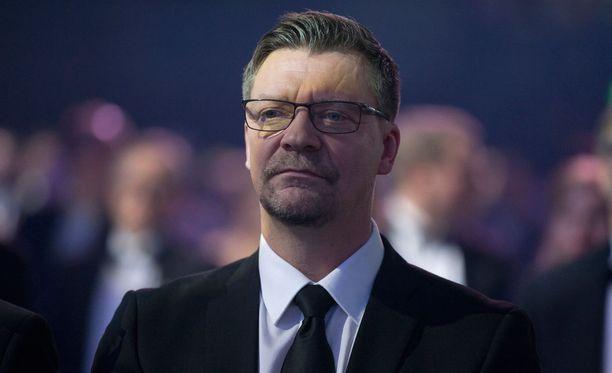Jokerien päävalmentaja Jukka Jalonen joutui heti puuttumaan erotuomaritoimintaan.