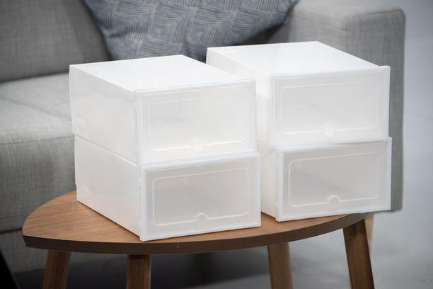 Iltalehti onnistui kokoamaan laatikot. Laatikot paljastuivat melkoisiksi venkuloiksi. Kengät on tarkoitus sujauttaa laatikkoon luukusta, mutta se ei ole aikuisen ihmisen kenkien kanssa mahdollista: ne eivät mahdu luukusta sisään. Laatikot eivät myöskään vastaa ulkonäöltään ja kestävyydeltään mainostettua tuotetta.