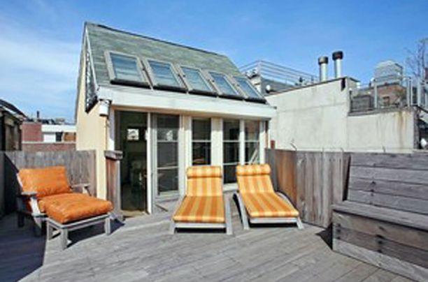 Kattohuoneiston terassilta on upeat näkymät yli New Yorkin.