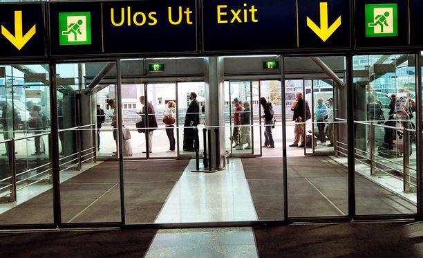 Epäilty otettiin kiinni Helsinki-Vantaan lentoasemalla tiistaina. Arkistokuva.