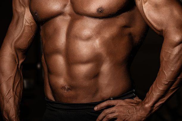 Lihakset saa paremmin esiin oikeanlaisella valaistuksella ja pienellä pumpilla ennen kuvauksia.