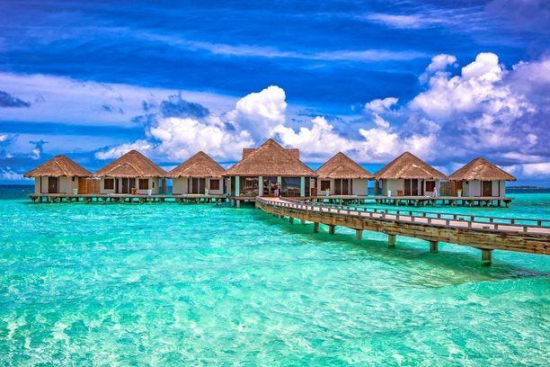 Tämänkaltaisilla kuvilla 400 000 asukkaan Malediiveja markkinoidaan matkailijoille. Nyt useat maat varoittavat kansalaisiaan matkustamasta maahan.