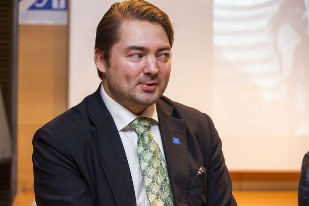 Törkeästä petoksesta epäilty perussuomalaisten kansanedustaja Ville Vähämäki pyrkii jatkokaudelle.