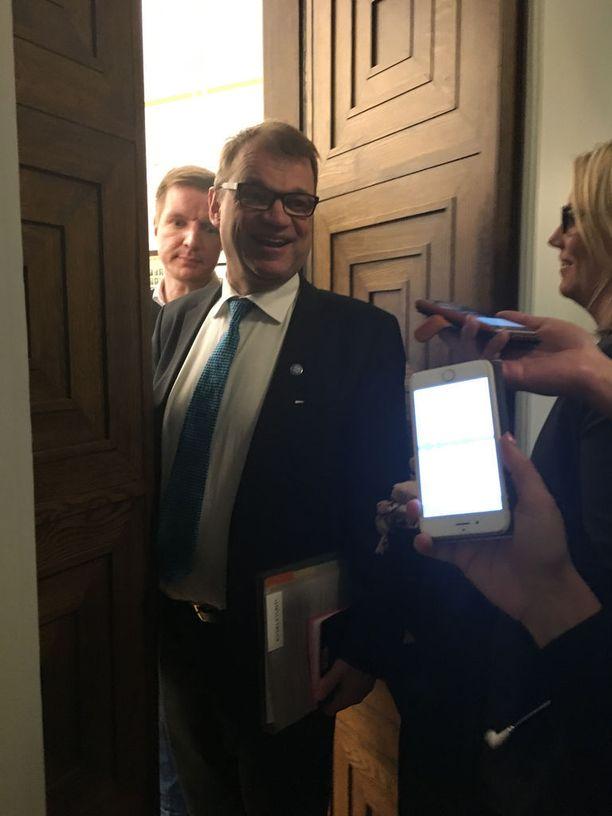 Juha Sipilä joutui vastaamaan takakonttikohuun torstaina eduskunnassa.