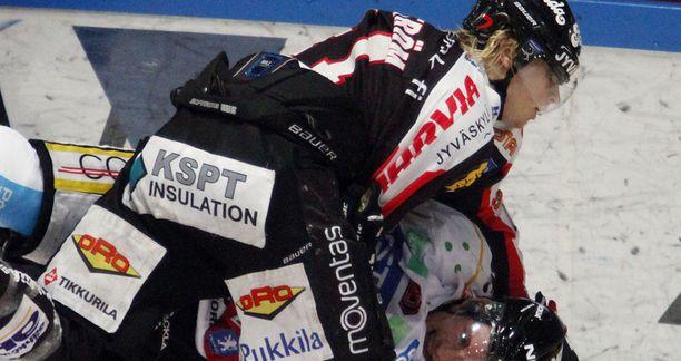 Antti Pihlström ja Kärppien Antti Aarnio väänsivät puolivälierissä.