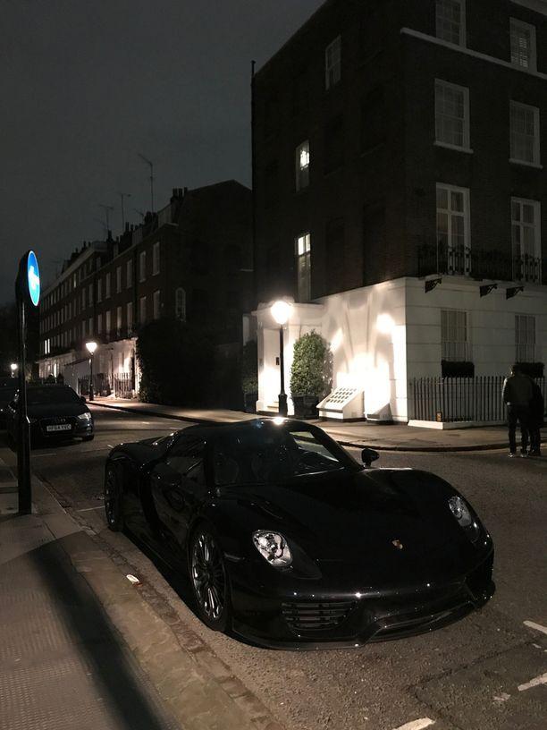 Tämä Porsche Spyder bongattiin Alexander Squarelta Kensingtonin ja Chelsean kulmilla.