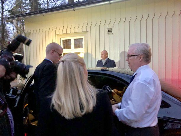 SAK:n puheenjohtaja Jarkko Eloranta, STTK:n puheenjohtaja Antti Palola ja Akavan puheenjohtaja Sture Fjäder saivat torstaina Kesärannassa eteensä hallituksen esityksen. Järjestöt ottavat esitykseen kantaa perjantaina.