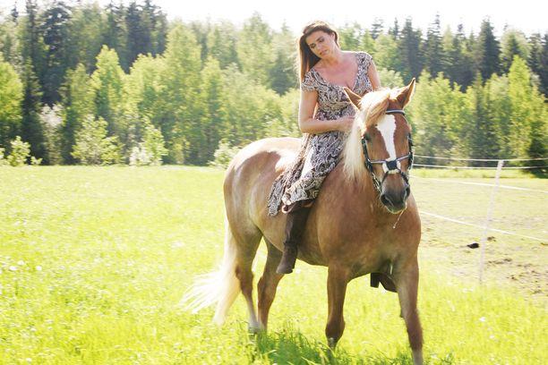 Riitan omaisuus on kiinni Orimattilan hevostilassa. Tällä hetkellä hevostalli tontteineen on myynnissä. Kuva on vuodelta 2007.