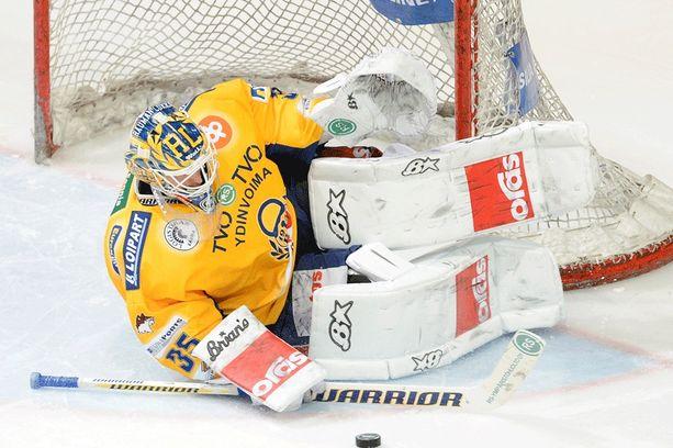 Petri Vehanen siirtyi Ak Bars Kazaniin kesken kauden 2009-10 ja palasi Lukkoon täksi kaudeksi. Raumalaislähtöinen maalivahti on edustanut myös Neftekhimikiä (2006-07).