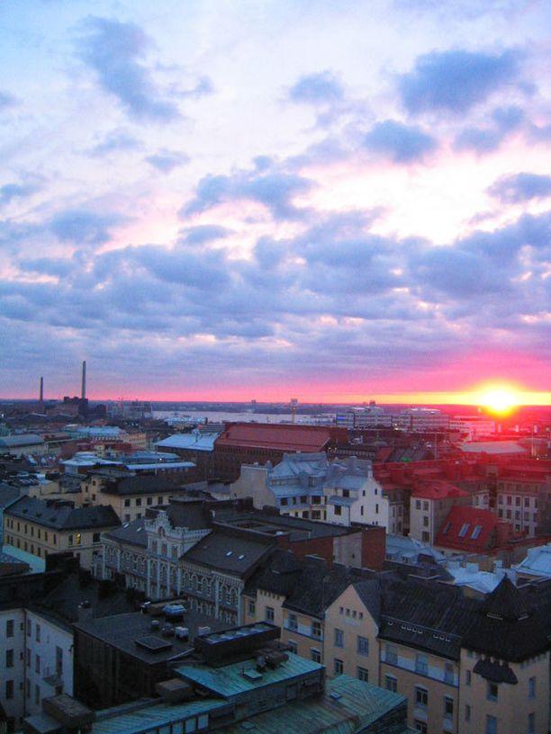 Tornin baarista näkee Helsingin katot.