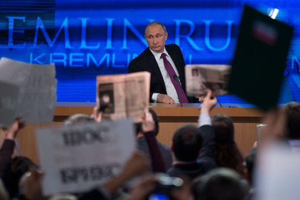 Myös muiden maiden toimittajat pääsivät esittämään Putinilta kysymyksiä.