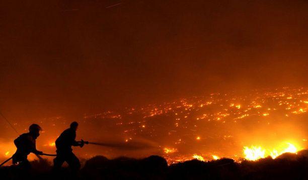 Metsäpalot alkoivat perjantaina, eikä niitä vielä sunnuntaina oltu saatu hallintaa.