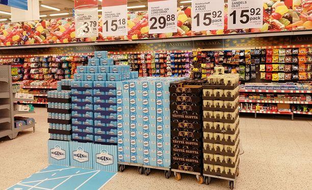 Nelosoluet saapuivat ruokakauppoihin 1.1.2018. Samalla nelosoluen ja muiden alkoholijuomien veronkorotukset astuivat voimaan. Kuvassa nelosolutta ja lonkeroa K-Citymarket Jumbossa.