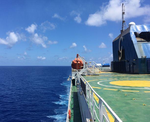 Merimatka rahtilaivalla pakottaa pysähtymään, Tekemistä ei juuri ole.