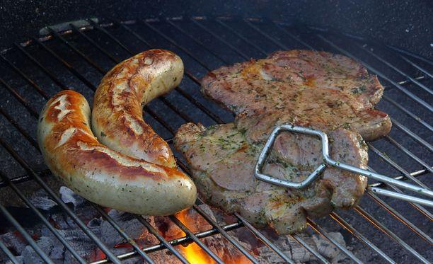 Kasviksia suosivia ei hemmotella halpuutuksella. Lihan kuluttajahinnat laskevat PTT:n mukaan muita elintarvikkeita enemmän.