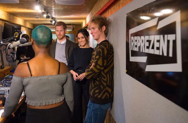 Harry ja Meghan kiittelivät radioaseman toimintaa.