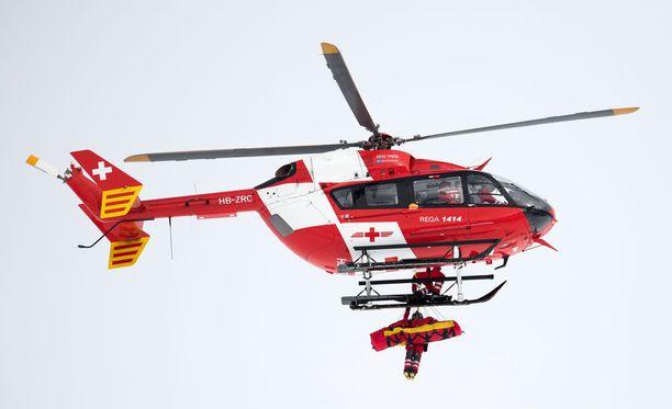 Helikopterikyyti kiidätti rinteessä loukkaantuneen Mirjam Puchnerin sairaalahoitoon.
