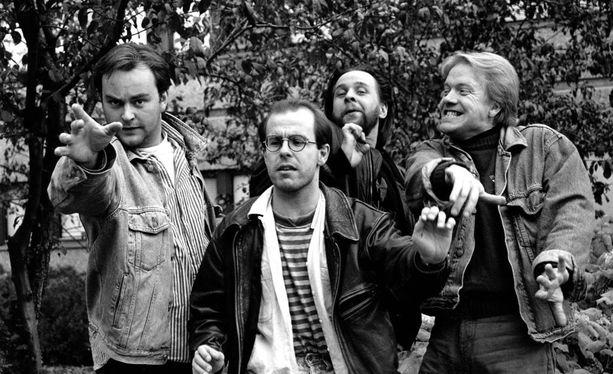 Vuoden 1993 menossa mukana olivat Olli Keskinen (vas.), Timo Kahilainen, Heikki Hela ja Heikki Silvennoinen. Hela liittyi ryhmään 1992. Keskisen lähdön jälkeen vuonna 1995 ryhmä täydentyi Heikki Vihisellä.