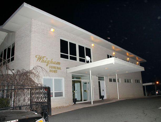 Whigham Funeral Home -hautatoimisto vastasi myös Whitneyn isän hautajaisjärjestelyistä.