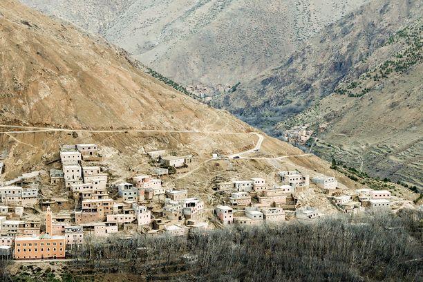 Naiset yöpyivät syrjäisellä seudulla noin kahden tunnin patikkamatkan päässä Imlilistä, joka on kuvassa.