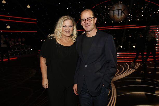 Raakel Lignell ja Nicke Lignell saapuivat seuraamaan Tanssii tähtien kanssa  -lähetystä,