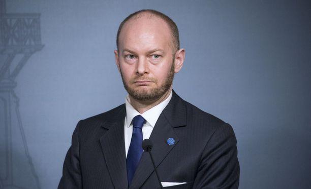 Sampo Terho arvostelee Helsingin päätöstä torjua sinisten ajama kielikokeilu, joka tähtää pakkoruotsin lakkauttamiseen.