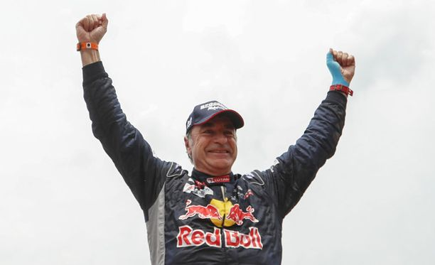 Carlos Sainz tuuletteli Dakar-rallin voittoa.