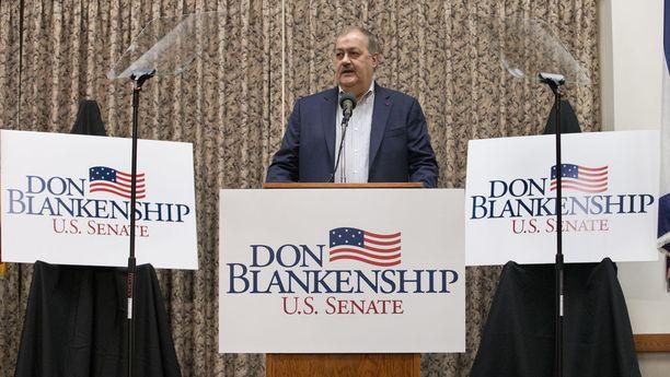 Vankilassa vuoden istunut miljonääri Don Blankenship on väittänyt Barack Obaman ja Hillary Clintonin lavastaneen hänet.