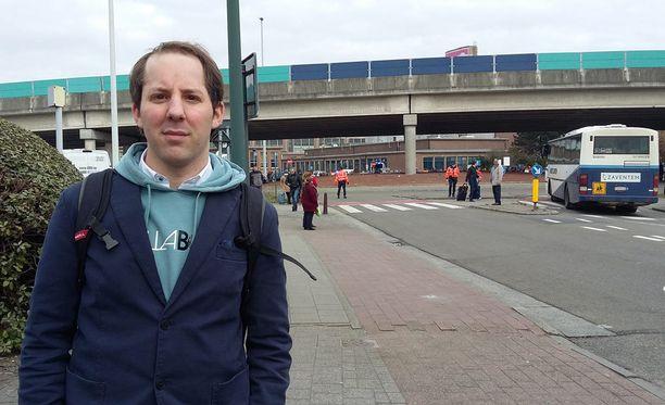 Dries Valaert näki loukkaantuneita ihmisiä Brysselin lentokentällä.