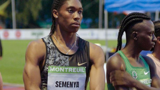 IAAF:n naisurheilijoille määrittämä tiukka testosteroniraja on monien mielestä kohtuuton. Sen uhreiksi joutuneet naiset kokevat tulleensa kaltoinkohdelluiksi. Kuvassa eteläafrikkalainen olympiavoittaja ja maailmanmestari Caster Semenya.