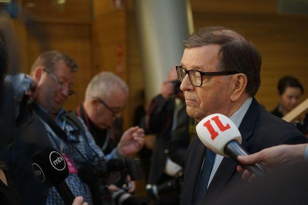 Yhden aikakauden loppu - ainakin toistaiseksi. Politiikan ikiliikkuja Paavo Väyrynen poistui vaisuna pikkuparlamentista heti kun putoaminen eduskunnasta oli selvä.