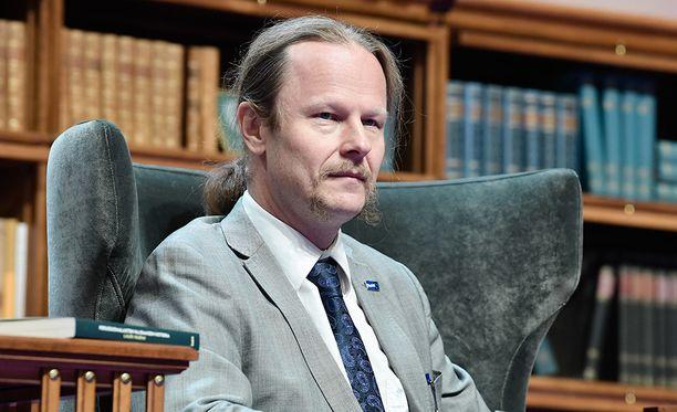 Eduskunnan hallintovaliokunnan puheenjohtajana toimiva Juho Eerola kertoi aiemmin, että hänen Facebook-päivityksessään oli kyse kannanotosta huumerikollisuutta vastaan.