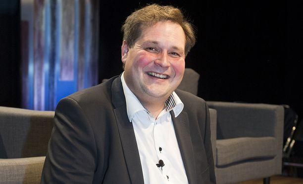 Kiinteistönvälittäjä ja tv-persoona Jethro Rostedt tukee näkyvästi Sauli Niinistöä presidentiksi.