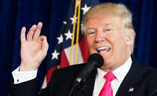 Republikaanien presidenttiehdokas Donald Trumpin mielestä USA:n tiedustelu on katastrofaalista.
