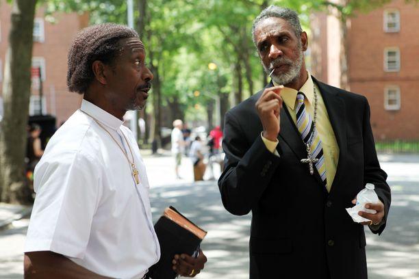 Thomas Jefferson Byrd (oikealla) Spike Leen ohjaamassa elokuvassa Red Hook Summer (2012).