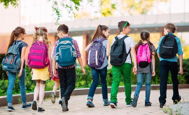 Lapsille tärkeintä repussa on usein mieleinen ulkonäkö. Moni vanhempi pohtii myös käytännöllistä näkökulma.