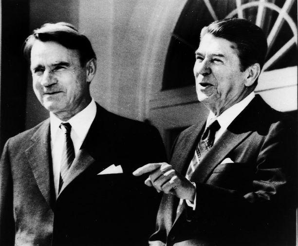 Amerikkalaistutkijoiden mukaan Ronald Reaganin sanasto suppeni ja hän alkoi käyttää puheissaan täytesanoja. Kuva Mauno Koiviston Yhdysvaltain vierailulta vuonna 1983.