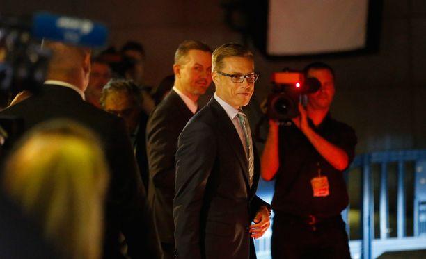 Alexander Stubb poistumassa Kreikka-kokouksesta Brysselissä sunnuntaiyönä.