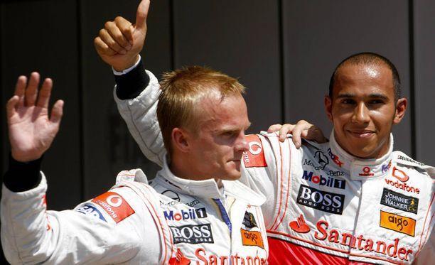 Heikki Kovalainen ja Lewis Hamilton ajoivat kaksi vuotta tallikavereina.