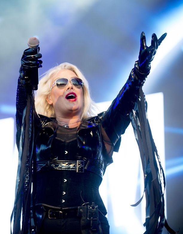 Kim Wilde konsertissaan Britanniassa elokuussa.