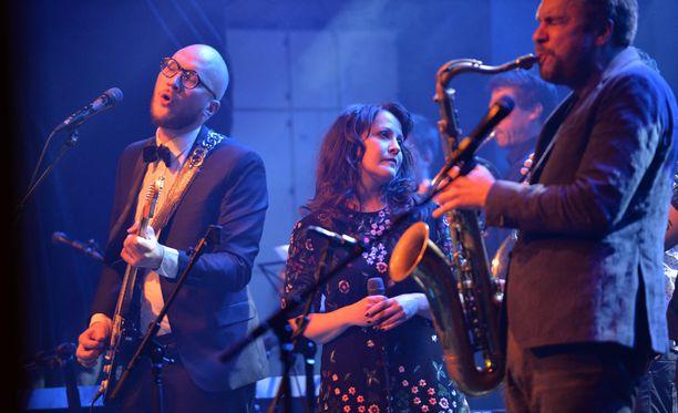 Myös Zarkus Poussan avopuoliso Vuokko Hovatta esiintyy muistokonsertissa.