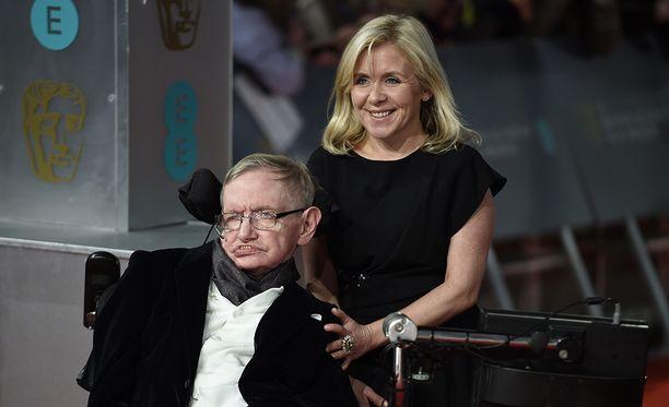 Stephen Hawking tyttärensä Lucyn kanssa vuonna 2015.