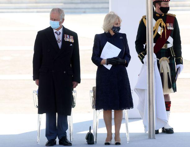Prinssi Charles ja herttuatar Camilla saapuivat keskiviikkona Ateenaan.