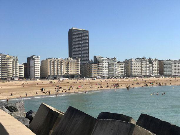 Belgialainen rannikkokaupunki Oostende on tunnettu nousuvedeltä suojaavista sulkujärjestelmistä ja hiekkarannoista. Paikka on varsinkin brittiläisten turistien suosiossa. Nyt sen suojeltuun vanhaan satamavarastoon suunnitellaan jättikokoista ilotaloa.