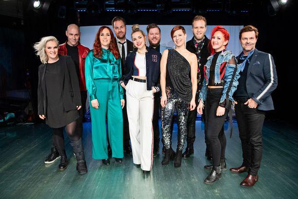 Tällä kaudella Tähdet, tähdet -ohjelmassa nähdään Jonna Geagea (ensimmäinen vasemmalta), Jussi Rainio, Aurora, Kyösti Mäkimattila, Ilta, Samae Koskinen, Heidi Kyrö, Jon-Jon Geitel, Petra ja Ressu Redford