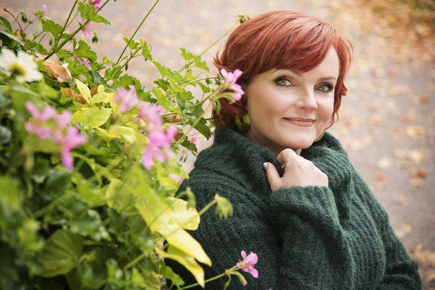 Nina Tapio on tunnettu suomalainen laulaja, lauluntekijä ja musikaalinäyttelijä.